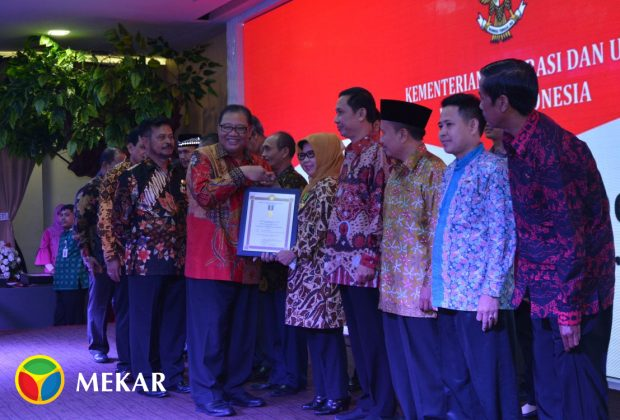 The Abdi Kerta Raharja Cooperative succeeded in bringing home the Bakti Koperasi Award, which was bestowed upon its chairperson Hj. E Farida