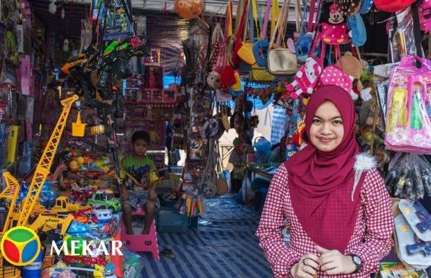 Wanita Cantik Penjual Mainan Anak