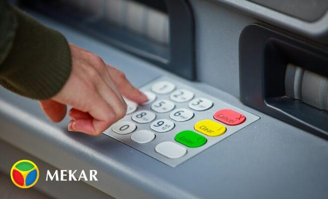 Transaksi Keuangan Melalui Mesin ATM