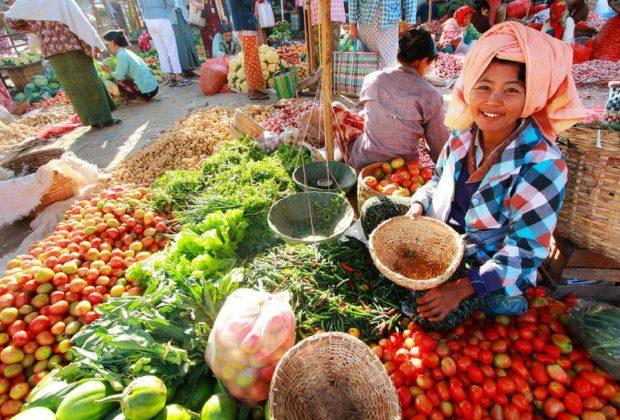 Potret Perempuan Pedagang di Indonesia