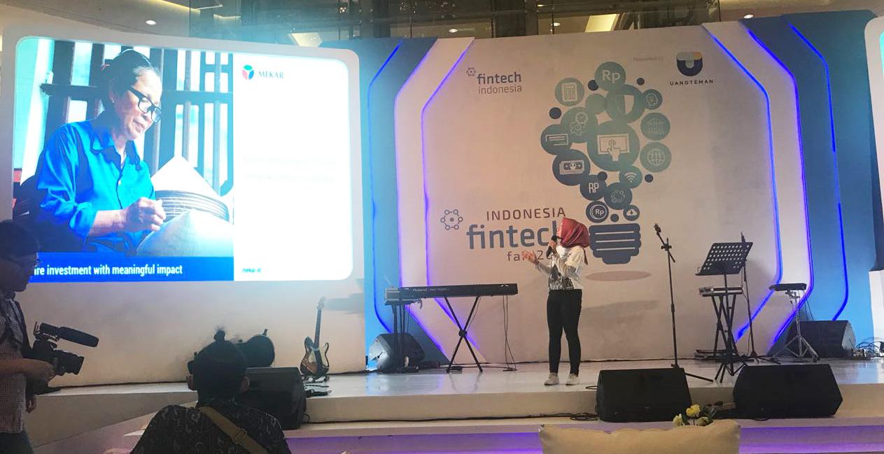 Mekar Relationship Manager, Yunita Anggraini Presenting Mekar Product