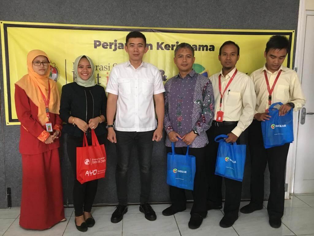 Foto Bersama Antara Manajemen Mekar dan BMT ItQan