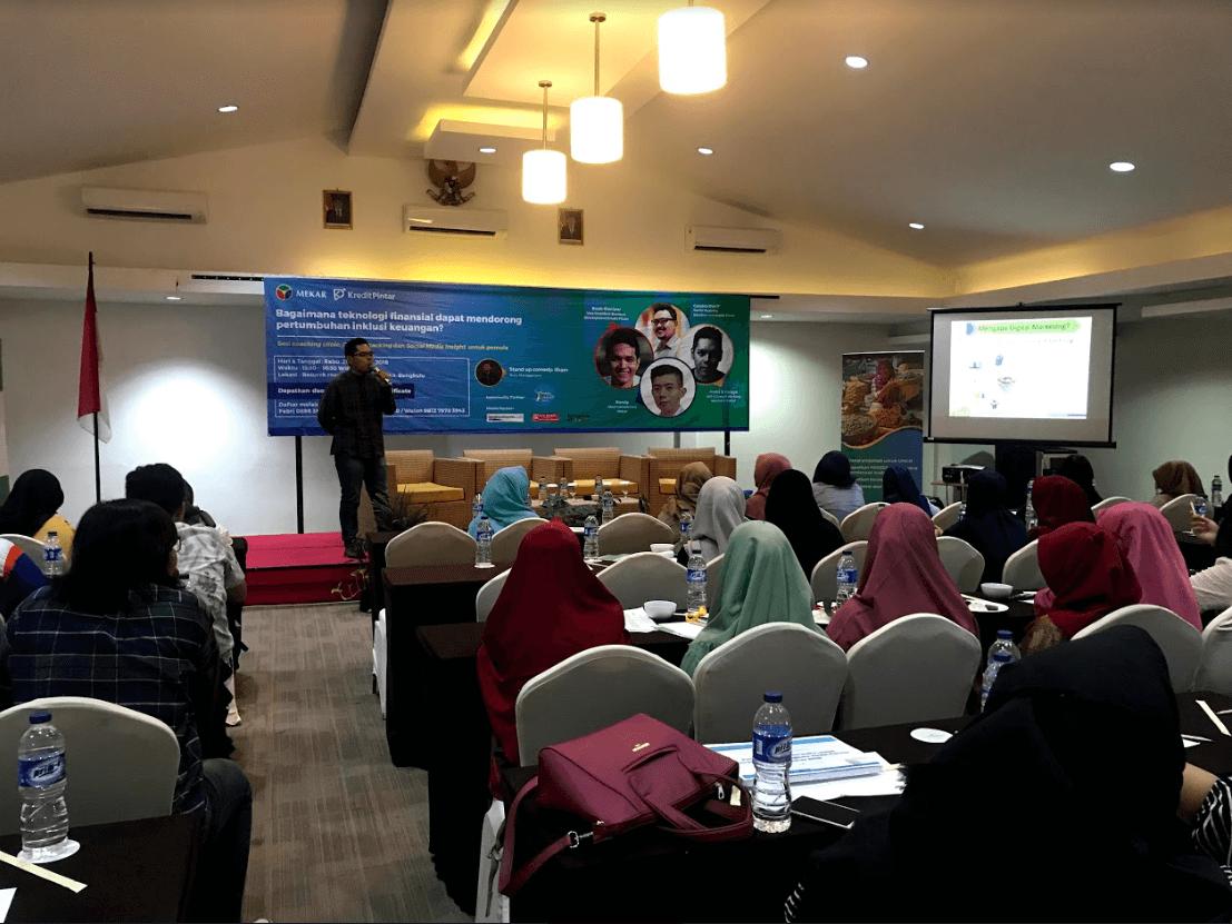 Andri Sukma Varoga Memaparkan Materi Pengenalan Digital Marketing Hotel Santika Bengkulu