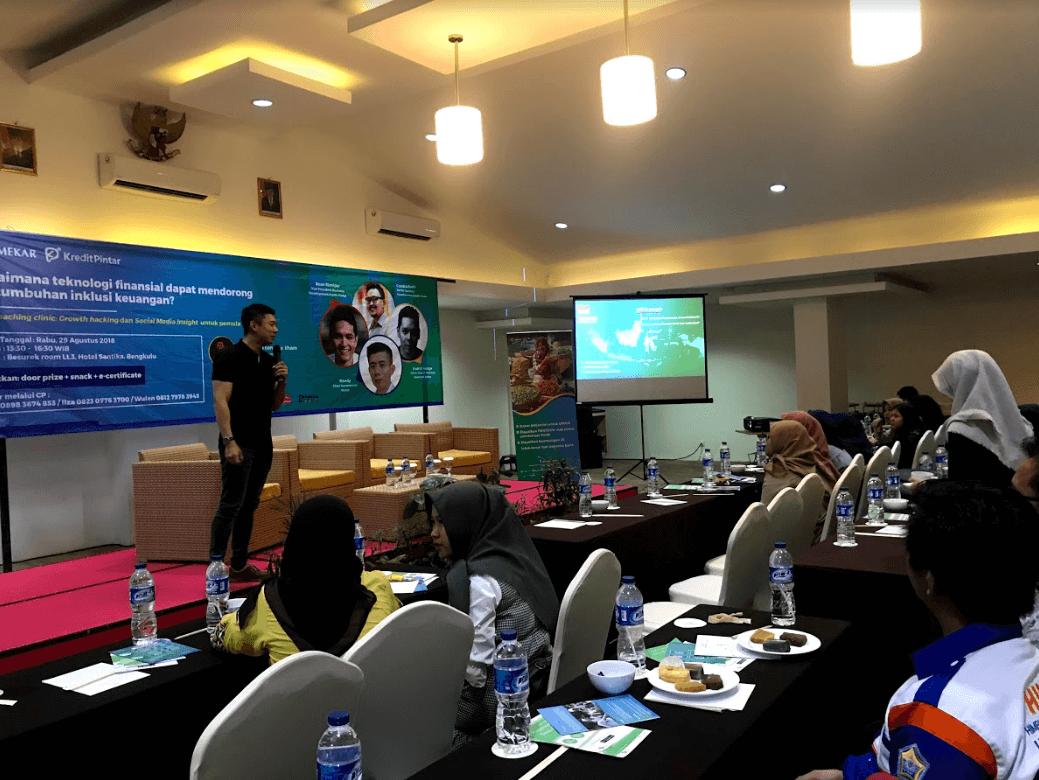 Mekar CCO Randy Gunadi Introducing P2P Lending at Hotel Santika Bengkulu