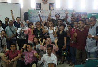 Sesi foto bersama mengakhiri acara diskusi di Labuan Bajo