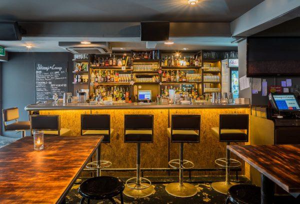Skinny's Lounge - Bar