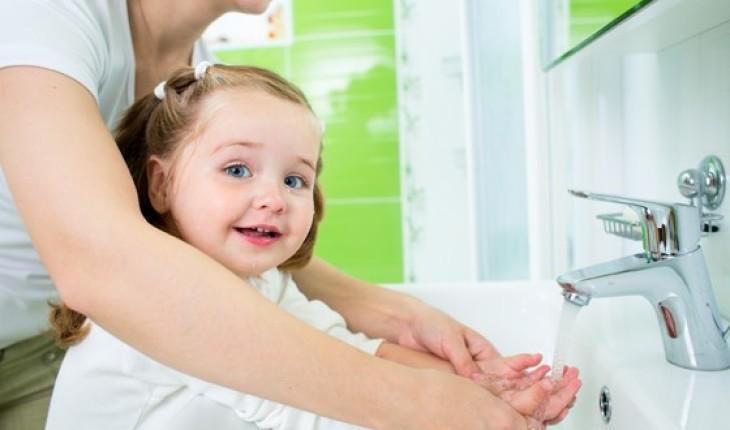 Hasil gambar untuk Mengajari Anak Anda Untuk Selalu Mencuci Tangan
