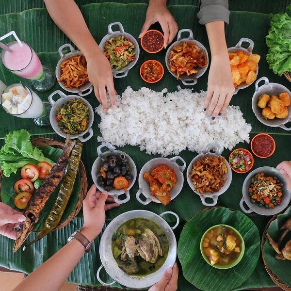Tempat Makan Lesehan Di Bandung Yang Enak Dan Murah Meriah Cocok