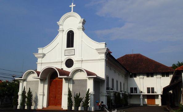 Apa Perbedaan Gereja Kristen Katolik Dan Protestan Doripos