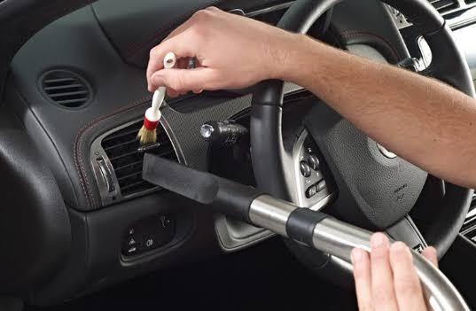 Cara membersihkan dasboard mobil