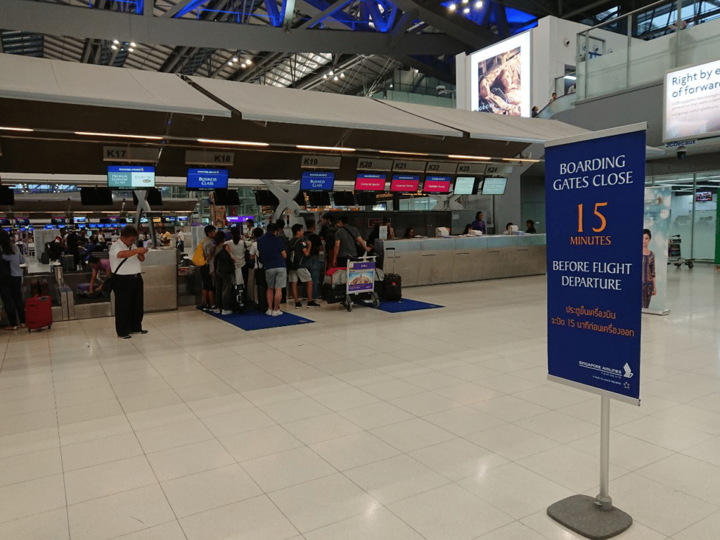 Long Queue at both the Business Class check in counters