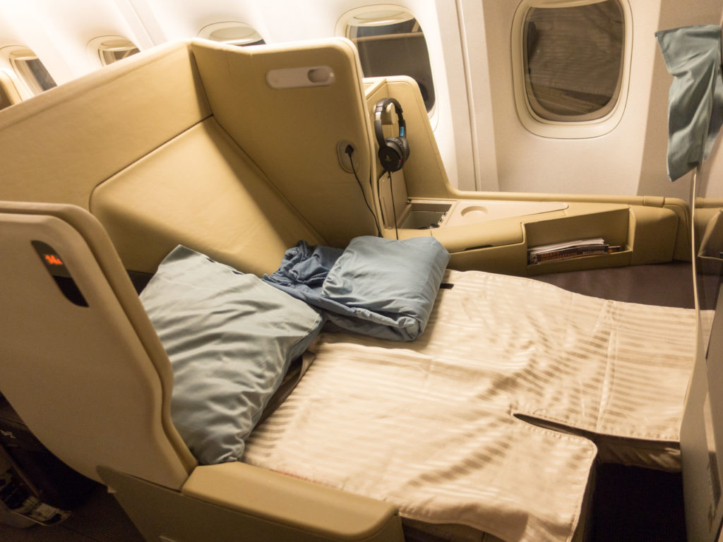 Fully Flat Bed on the Singapore Airlines 2006 Business Class seats