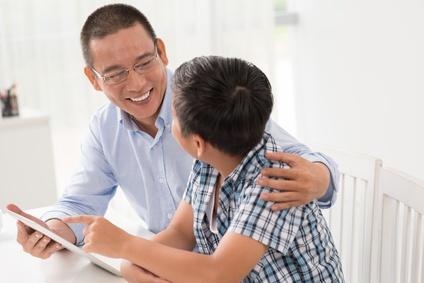 https://s3-ap-southeast-1.amazonaws.com/mindchamps-prod-wp/wp-content/uploads/2015/09/16140530/father-son-parent-child-encourage-talking.jpg