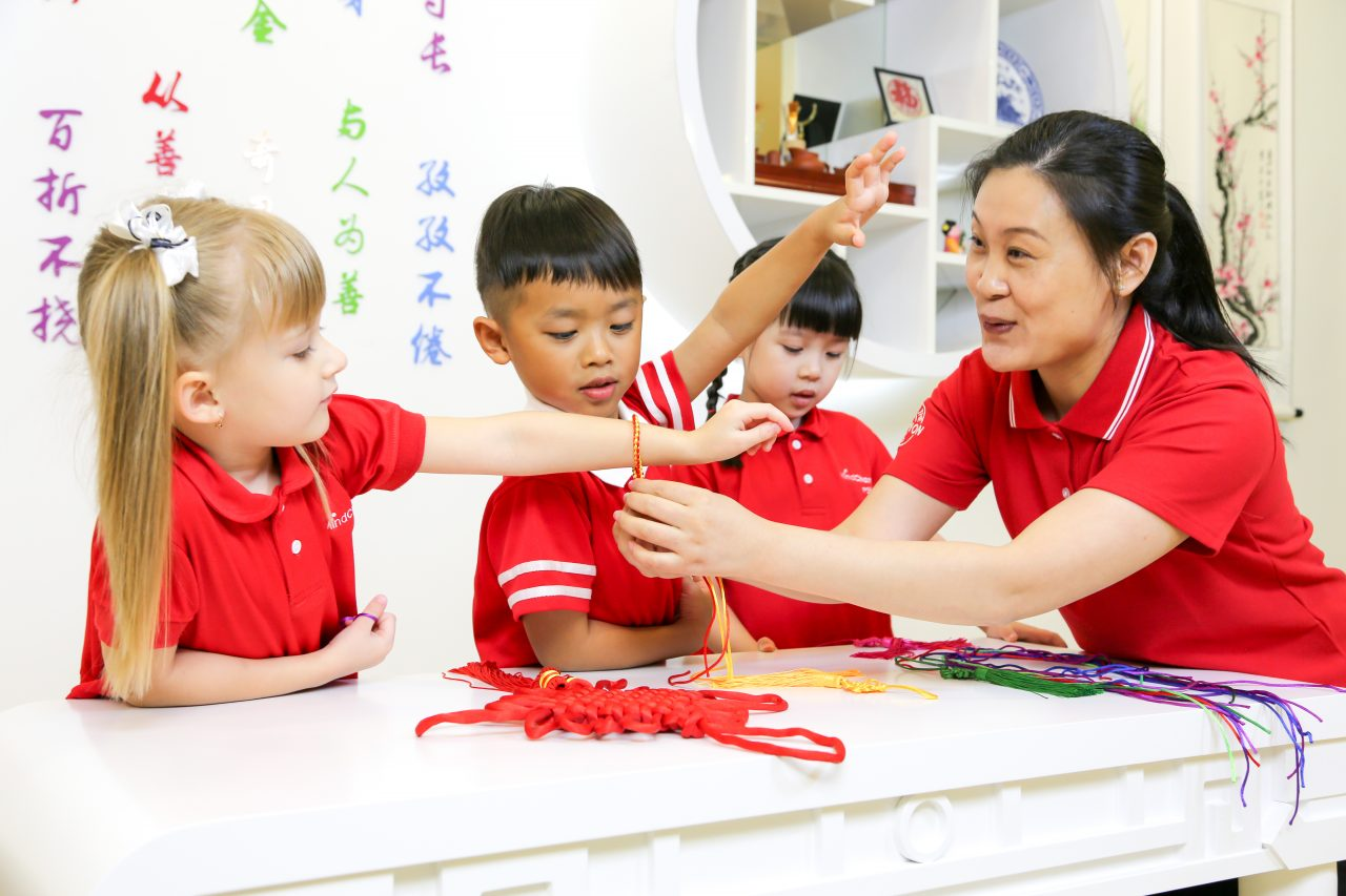 https://s3-ap-southeast-1.amazonaws.com/mindchamps-prod-wp/wp-content/uploads/2017/12/16154237/Chinese-PreSchool-492-of-1116-1280x853.jpg