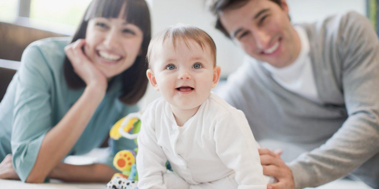 https://s3-ap-southeast-1.amazonaws.com/mindchamps-prod-wp/wp-content/uploads/2018/06/16211000/parents-baby-2-1280x640.jpg