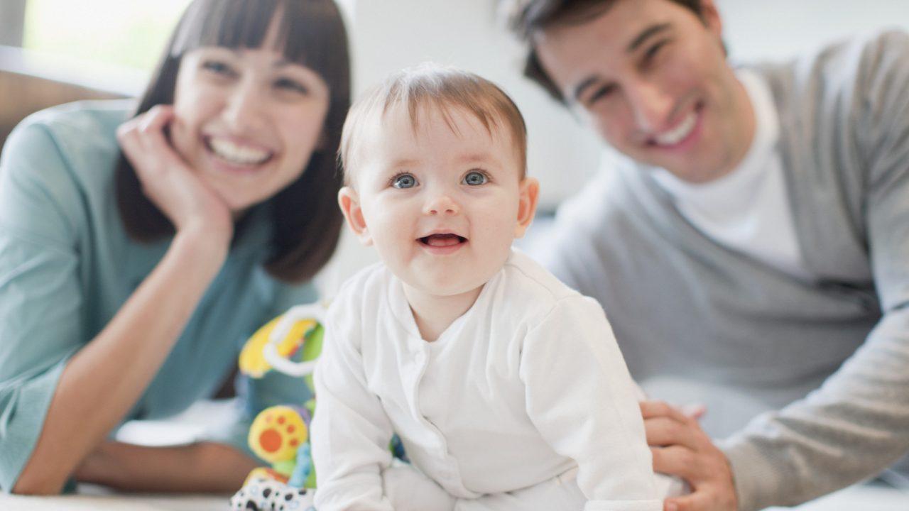 https://s3-ap-southeast-1.amazonaws.com/mindchamps-prod-wp/wp-content/uploads/2018/06/16211000/parents-baby-2-1280x720.jpg