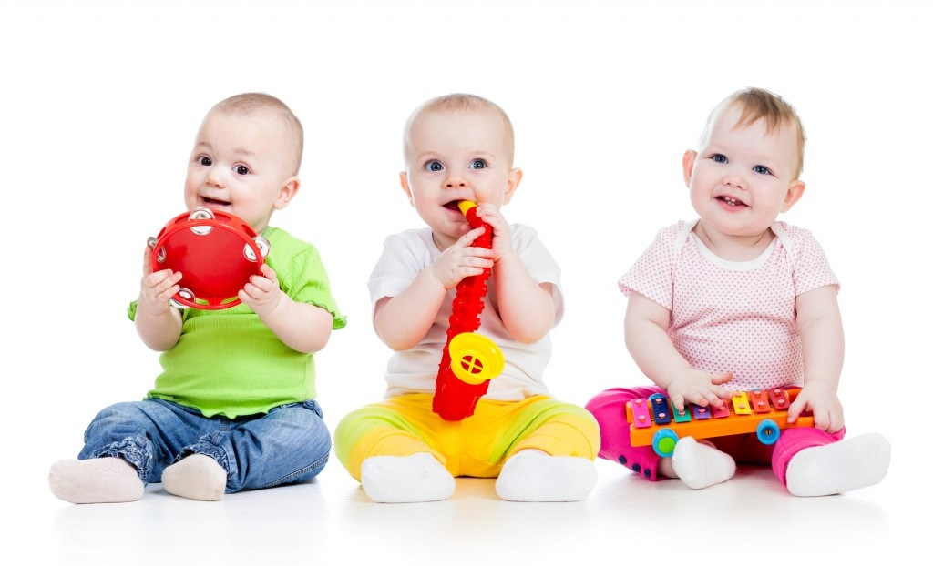 https://s3-ap-southeast-1.amazonaws.com/mindchamps-prod-wp/wp-content/uploads/2018/08/16212344/Babies-playing.jpg