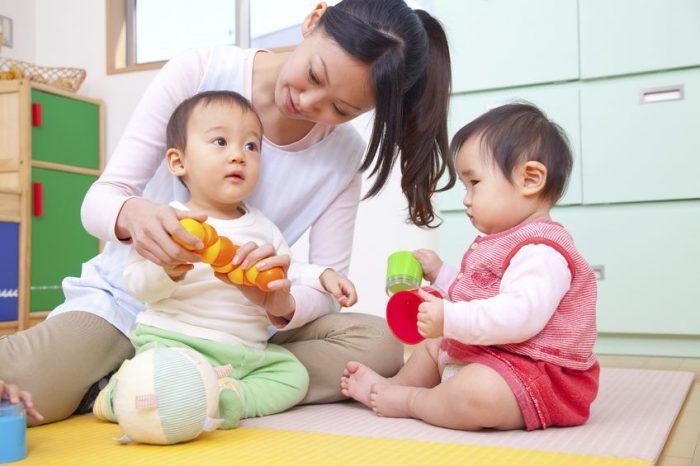 https://s3-ap-southeast-1.amazonaws.com/mindchamps-prod-wp/wp-content/uploads/2018/10/16214137/Nany-with-babies.jpg