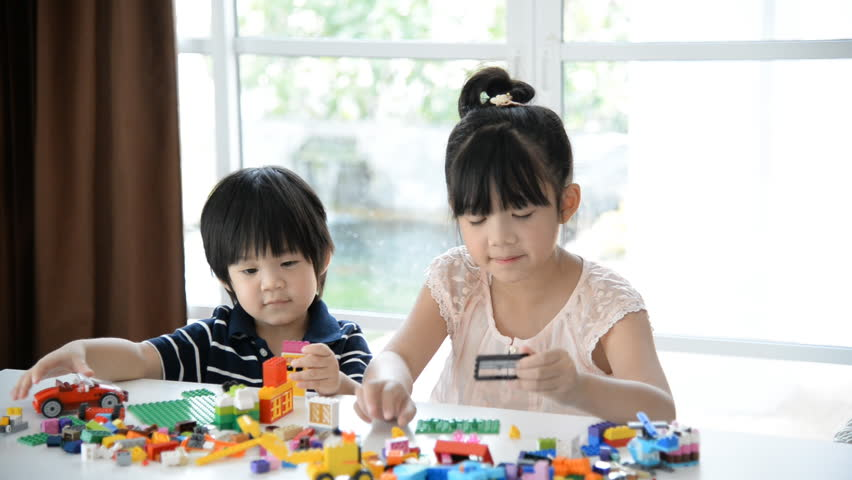 https://s3-ap-southeast-1.amazonaws.com/mindchamps-prod-wp/wp-content/uploads/2019/07/16230301/Asian-kids-playing.jpg