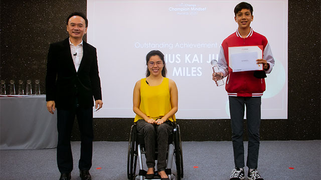 PSLE student accepting award