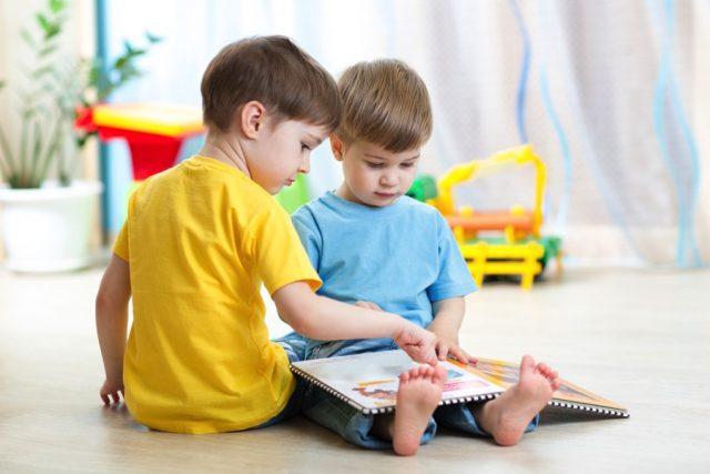 https://s3-ap-southeast-1.amazonaws.com/mindchamps-prod-wp/wp-content/uploads/sites/5/2021/03/04033247/Kids-reading-together-640x427-1.jpg