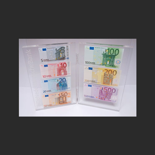 A-Set-of-Dutch-Banknotes-Presented-as-Christmas-Gifts