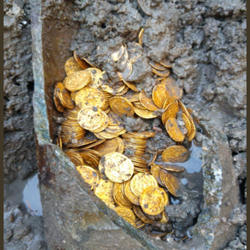 Roman-Gold-Coins-Unearthed-In-Como,-Italy