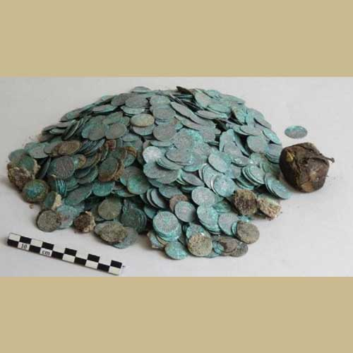 Medieval-Silver-Coins-and-Gold-dinars-Discovered-in-France