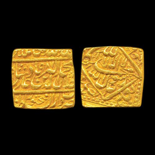 Akbar-Square-Heavy-Gold-Mohur-Sold-For-2,25,000