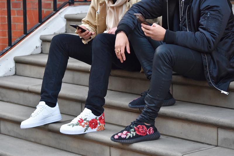 Xu hướng giày sneaker thêu hoa đang tấn công hè 2017