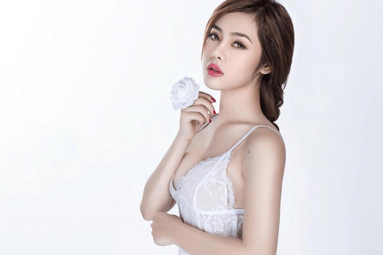 """Gặp gỡ hot girl Dung Doll, """"nữ hoàng MV"""" mới của showbiz Việt"""