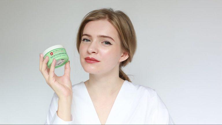 Chăm sóc da khi du lịch nhanh, tiện lợi với mỹ phẩm dạng sáp