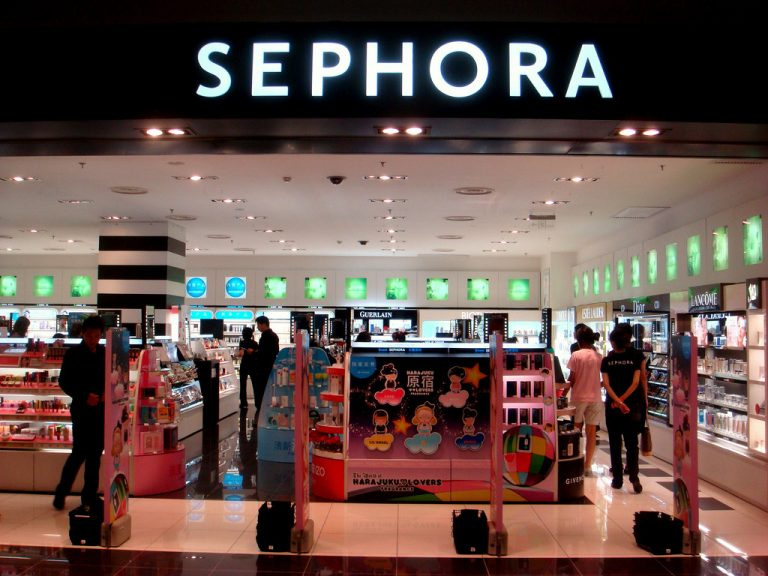 """""""Soi"""" tính năng giúp bạn thử mỹ phẩm khi mua online tại Sephora"""