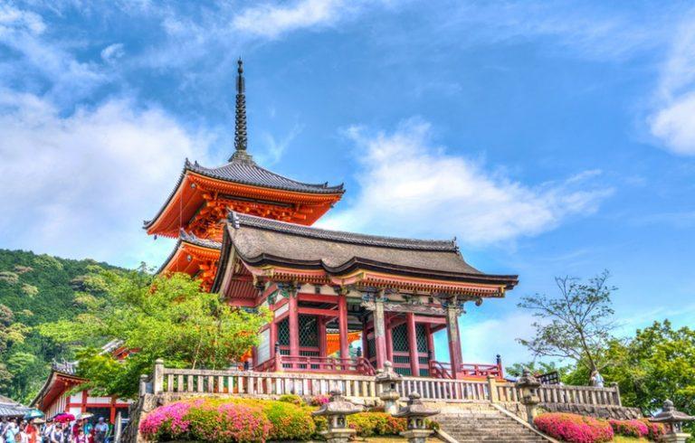 Đất nước nào là địa điểm du lịch lí tưởng trong tháng 4?