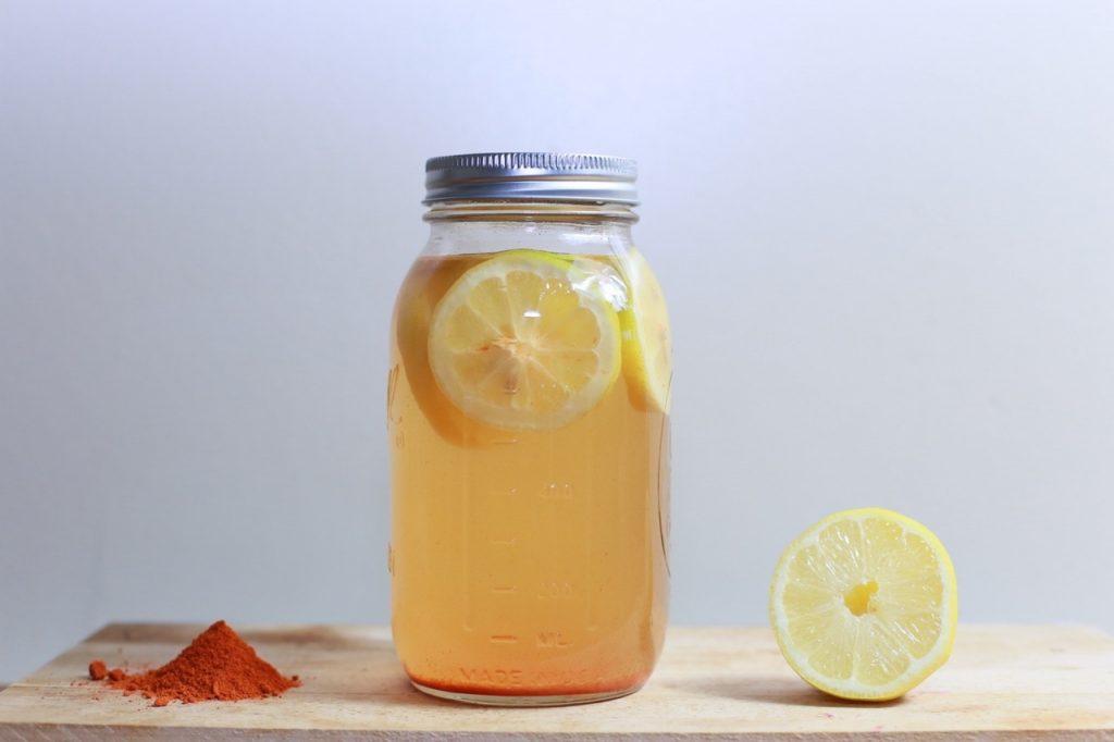Chăm sóc sức khỏe bằng nước chanh và mật ong cực đơn giản