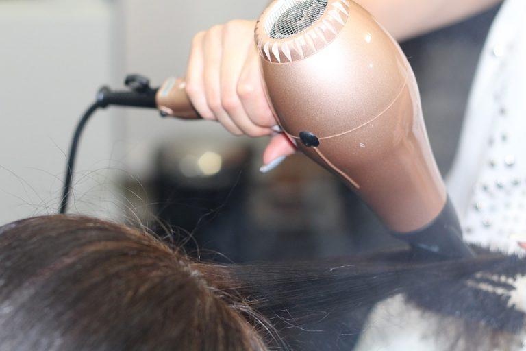 Nhắc nàng cách dùng máy sấy tóc như thế nào cho đúng