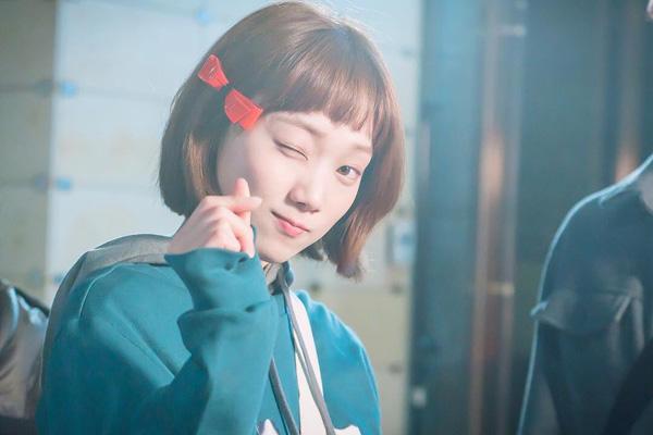 """Các kiểu tóc mái đẹp đang """"làm mưa làm gió"""" tại Châu Á"""