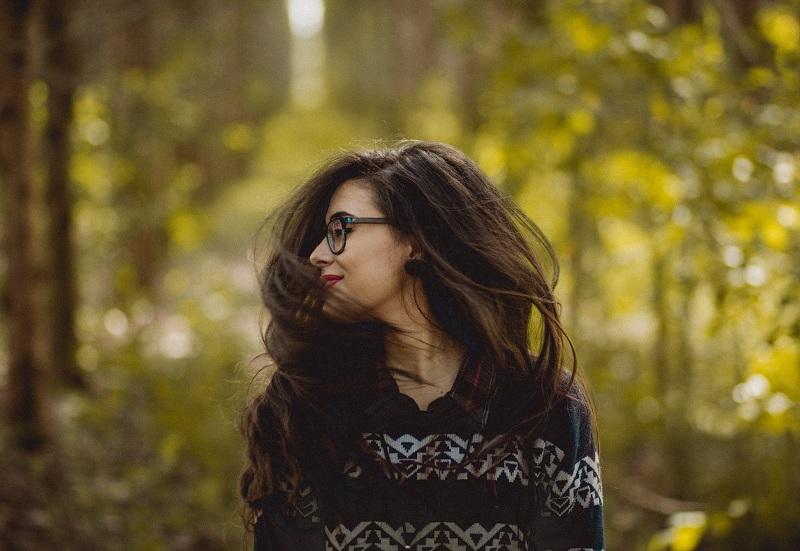 Nỗi niềm bi hài trong tình yêu của cô nàng kính cận