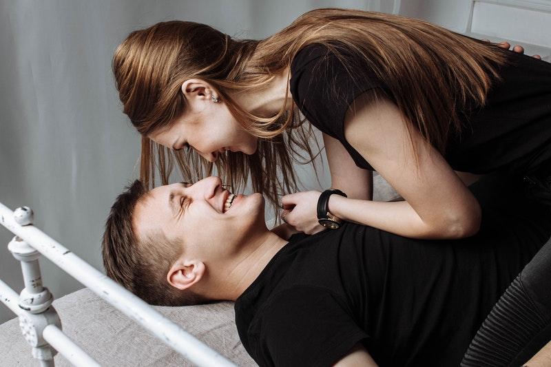 Để tình yêu được vững bền và dài lâu, bạn gái nên làm gì?