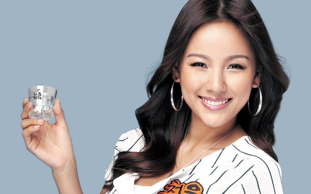 Lee Hyori trở lại hút hồn fan K-pop trong MV dọn đường
