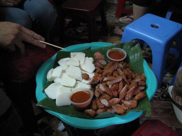 """Những món ăn vặt cực ngon """"chậm chân là hết"""" ở Hà Nội"""