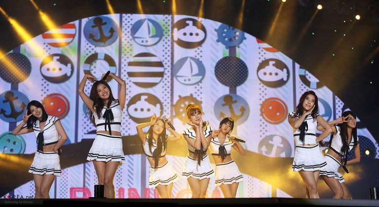 """Muôn kiểu tạo hình """"đốn tim"""" fans của các sao Hàn Quốc"""