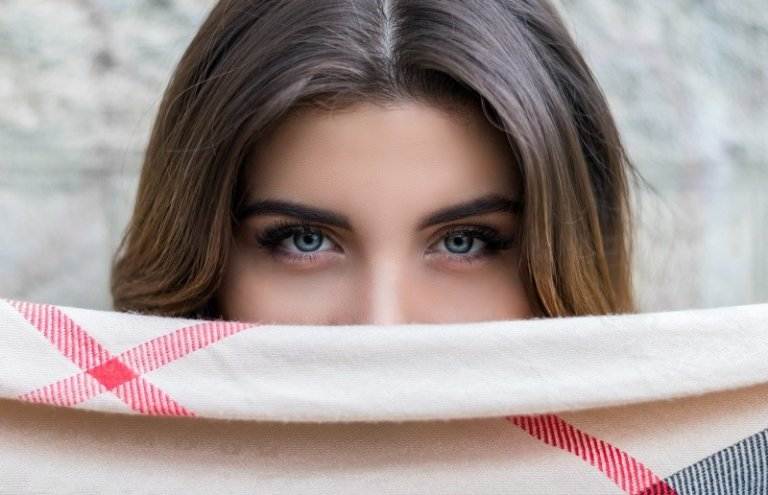 Muốn có đôi mắt đẹp, hãy tránh xa những thói quen sau