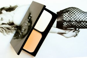 kem-nen-dang-bot-bobbi-brown-skin-weightless-powder-foundation2