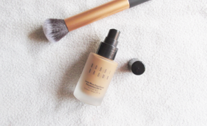 kem-nen-bobbi-brown-long-wear-even-finish-foundation-spf-15-3