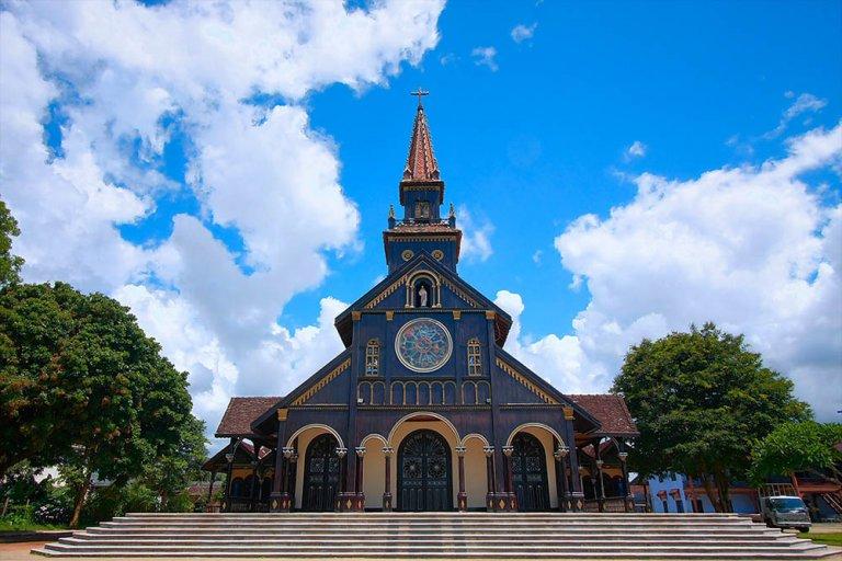 Đi du lịch cuối năm, đừng quên ghé những nhà thờ tuyệt đẹp sau