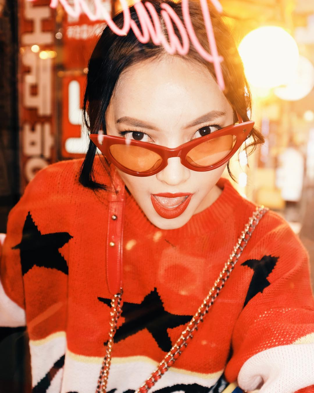 chau-bui-kinh-hoa-tiet-ngam-nghia-street-style-cua-sao-viet-tai-seoul-fashion-week