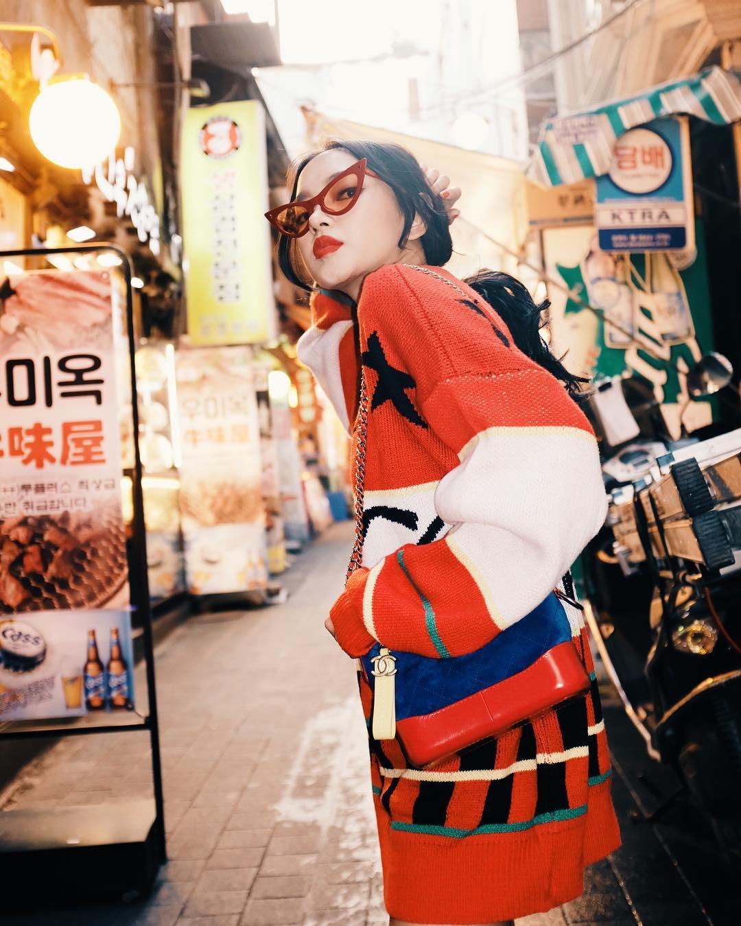 chau-bui-kinh-hoa-hang-hieu-tiet-ngam-nghia-street-style-cua-sao-viet-tai-seoul-fashion-week