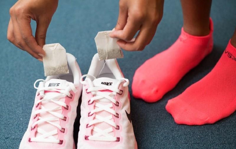 Mẹo xử lý mùi hôi giày ẩm ướt trong ngày mưa dễ như ăn kẹo