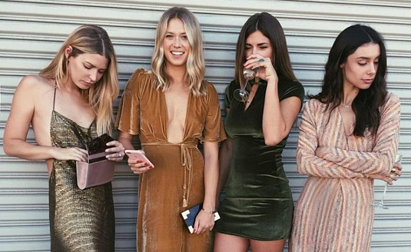 Cuối năm muốn ăn mặc chuẩn thời trang là phải chọn 6 gam màu này